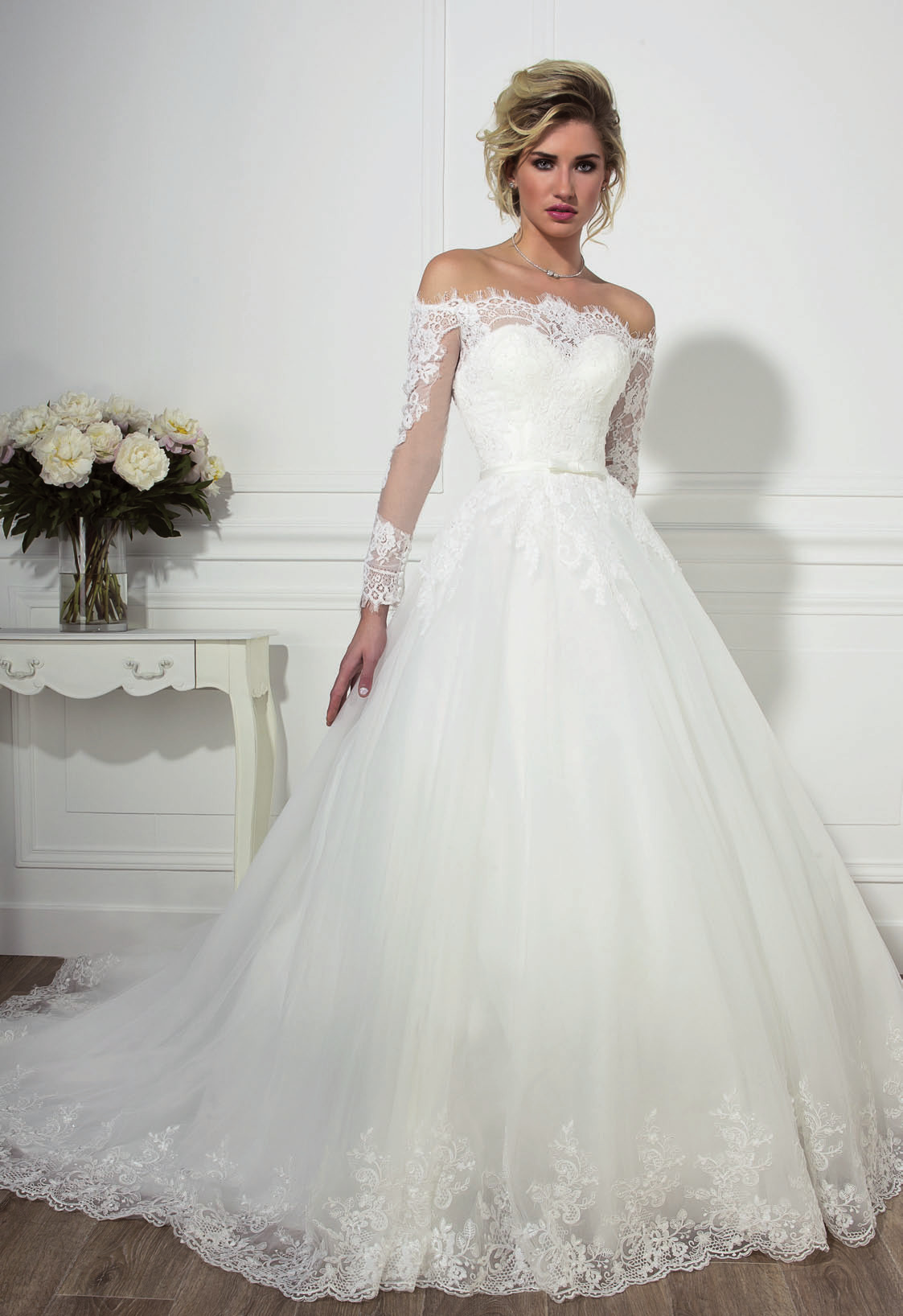 Robe De Mariee Love Wedding Modele Bianca Declaration Mariage